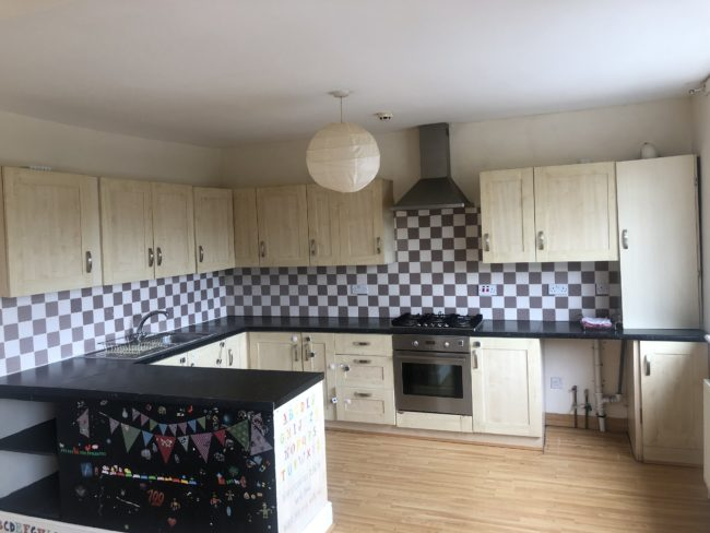 Two double bedroom flat in Levenshulme Rd, Gorton, M18