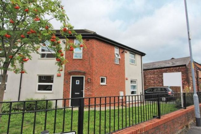 Three bedroom family home for sale in Dean Lane M40